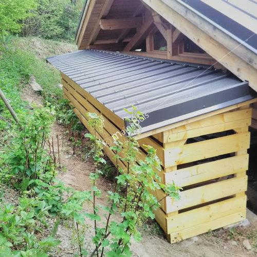 abri bois avec base béton et couverture en bac acier_charpente_megève